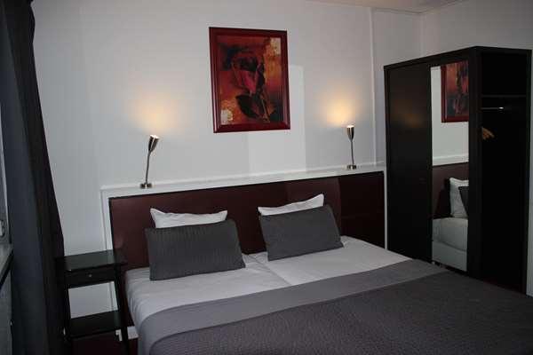 Hotel HOTEL TULIP INN HEERLEN CITY CENTRE - Standard Room 3 Single Beds