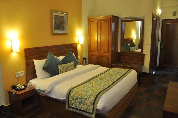 3 star hotel TULIP INN MUSSOORIE MALL ROAD