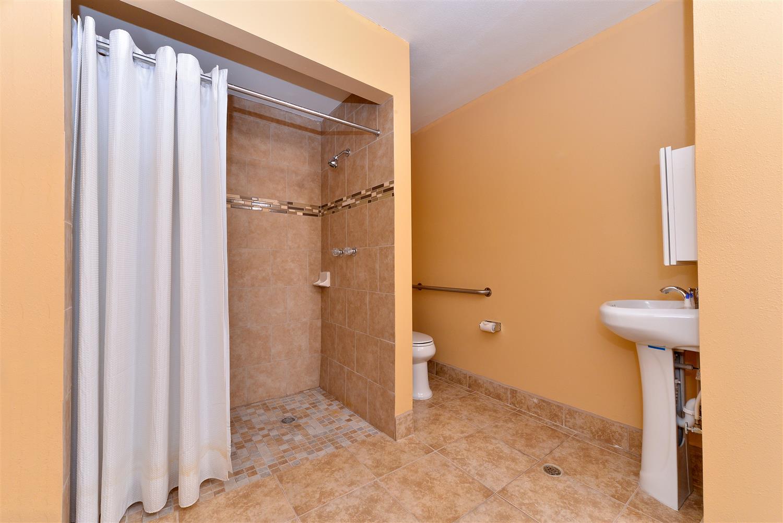 Room - Americas Best Value Inn Porterville
