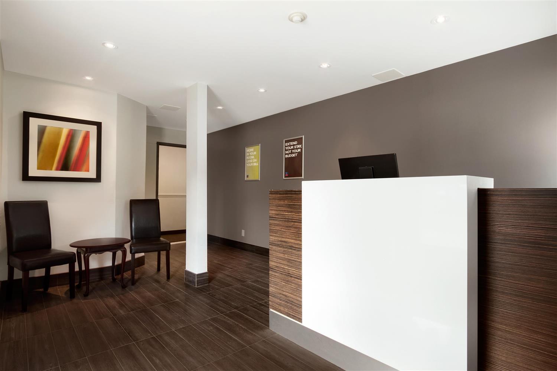 Lobby - Studio 6 Suites Toronto