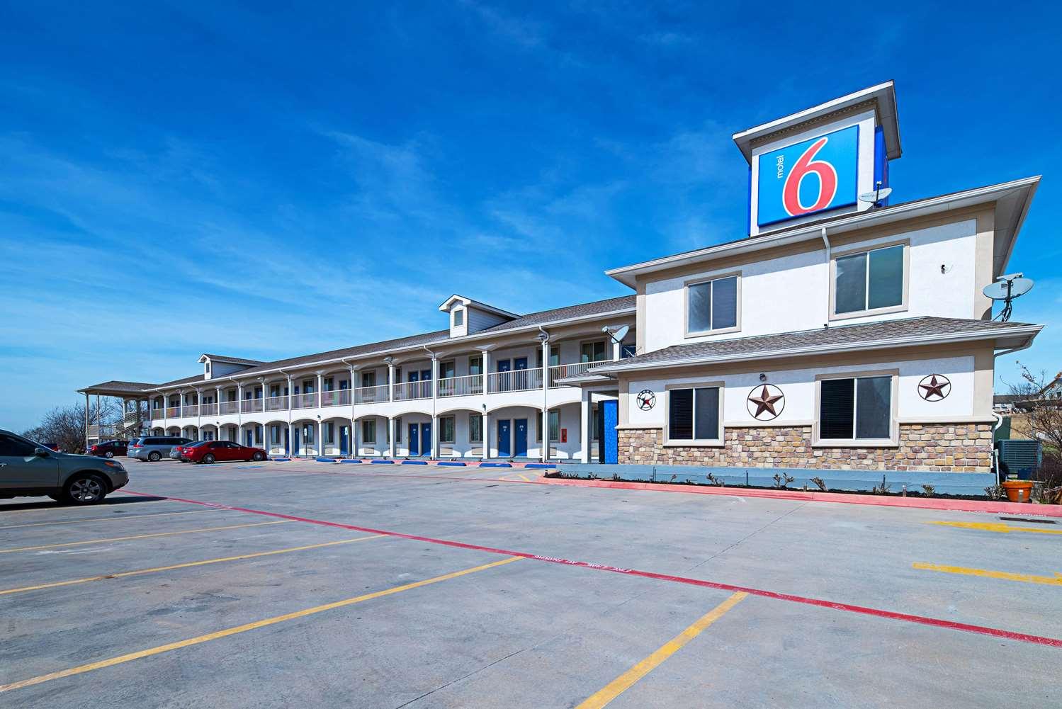 Motel 6 Rhome Tx