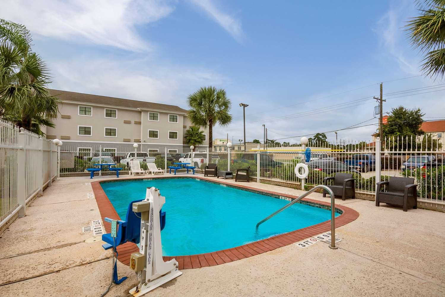 Pool - Studio 6 Extended Stay Hotel Beaumont