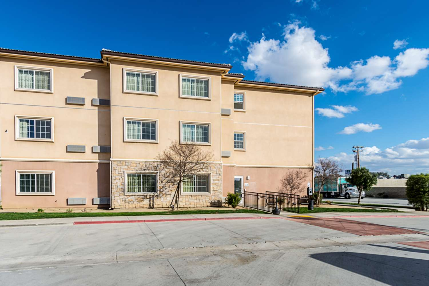 Exterior view - Studio 6 Extended Stay Hotel Bakersfield