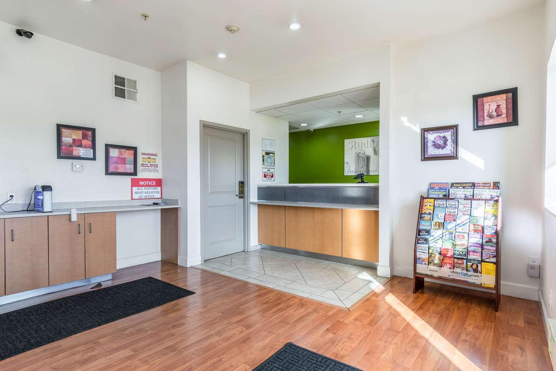 Lobby - Studio 6 Extended Stay Hotel Bakersfield