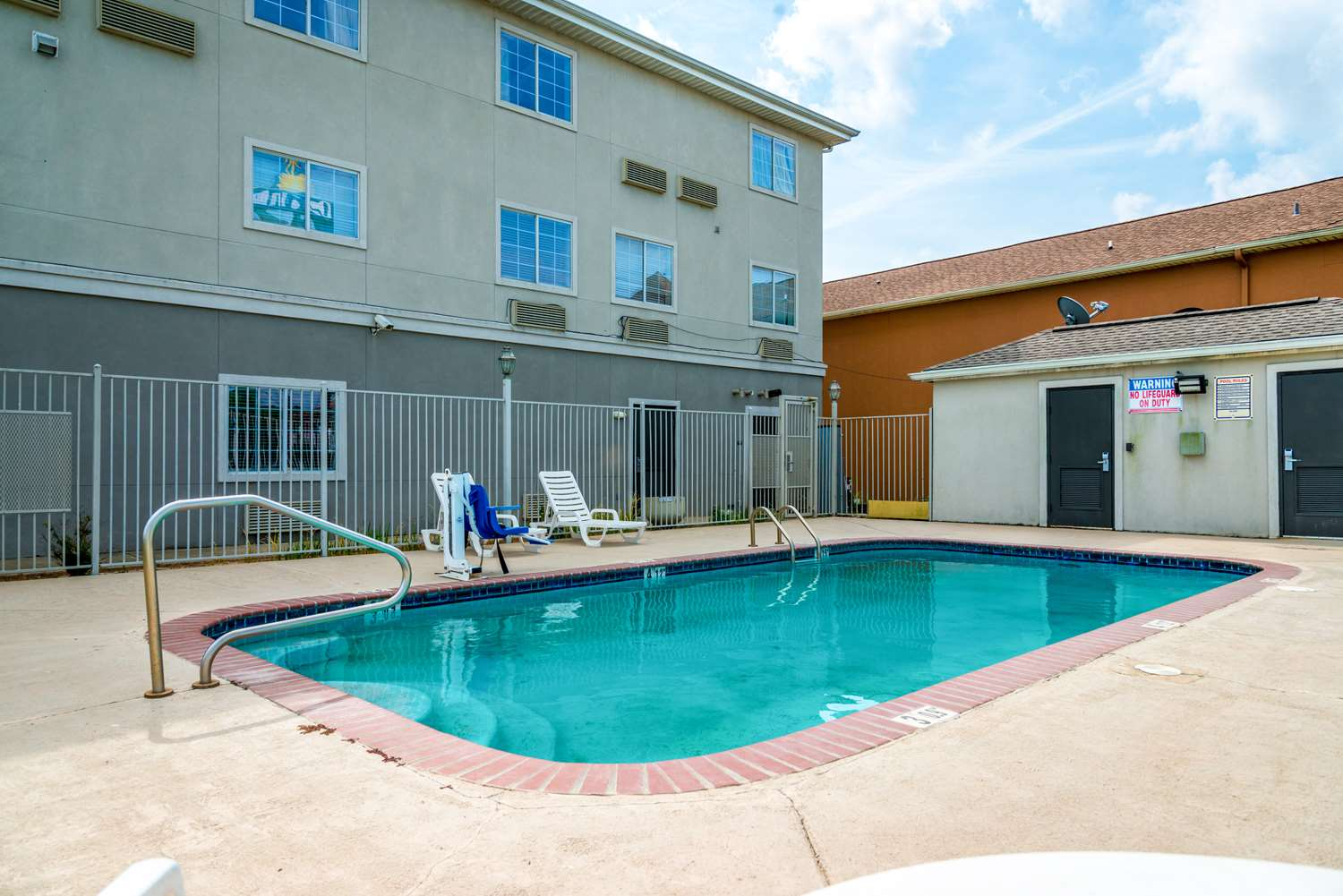 Pool - Studio 6 Extended Stay Hotel Sulphur