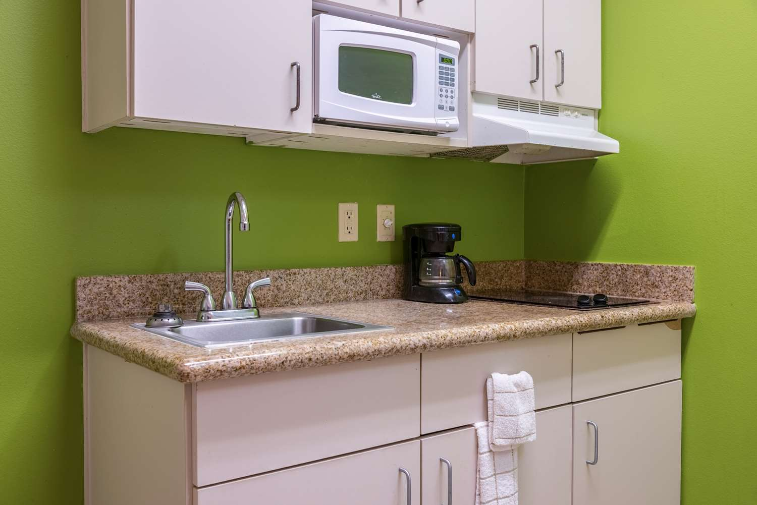 Amenities - Studio 6 Extended Stay Hotel Sulphur