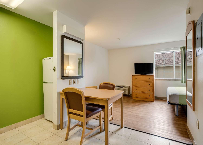 Room - Studio 6 Extended Stay Hotel Sulphur