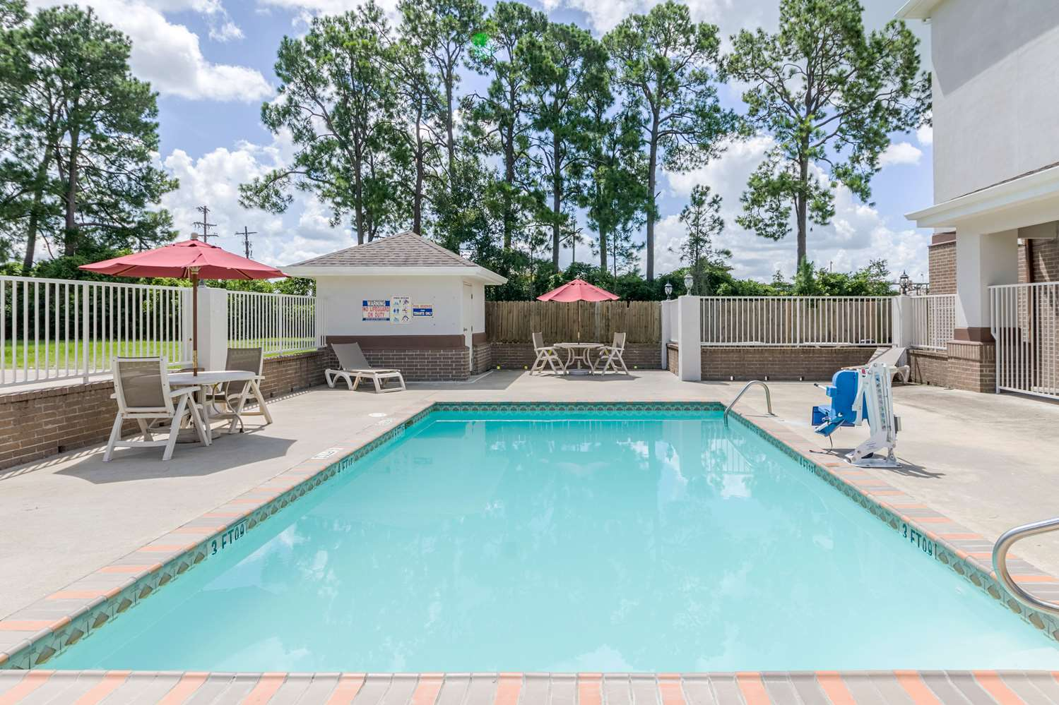 Pool - Studio 6 Extended Stay Hotel Lafayette