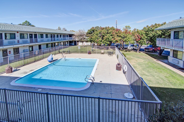 Pool - Studio 6 Extended Stay Hotel Dallas Grand Prairie
