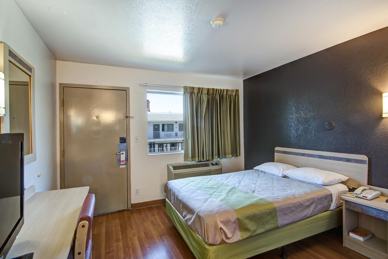 Room - Studio 6 Extended Stay Hotel Dallas Grand Prairie