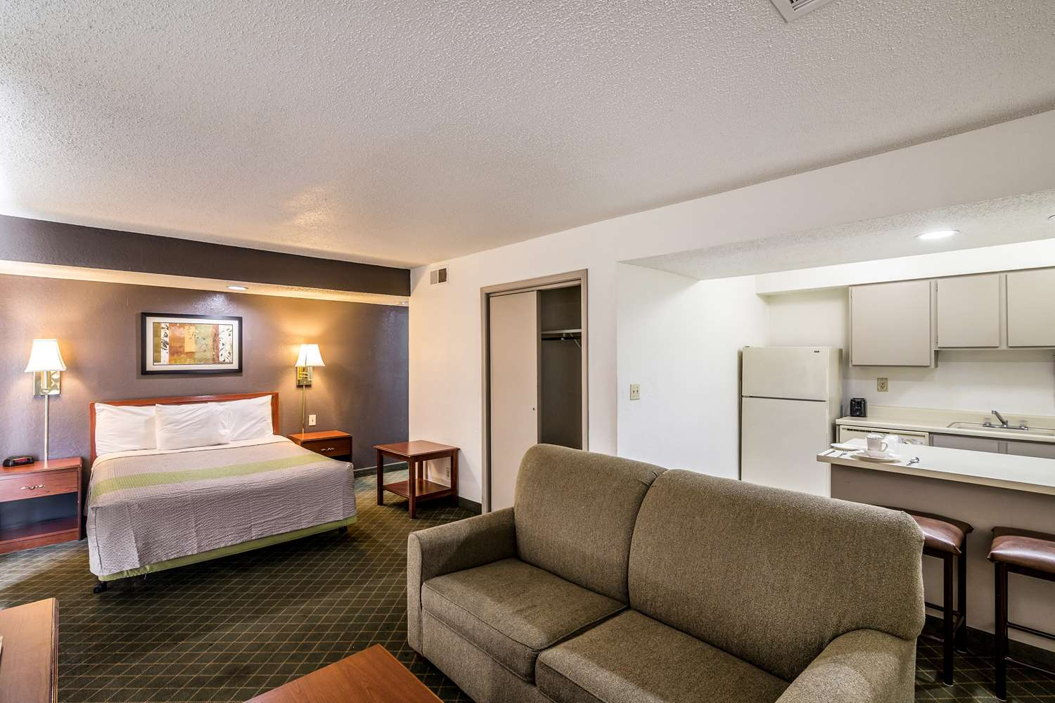 Room - Studio 6 Extended Stay Hotel Tulsa