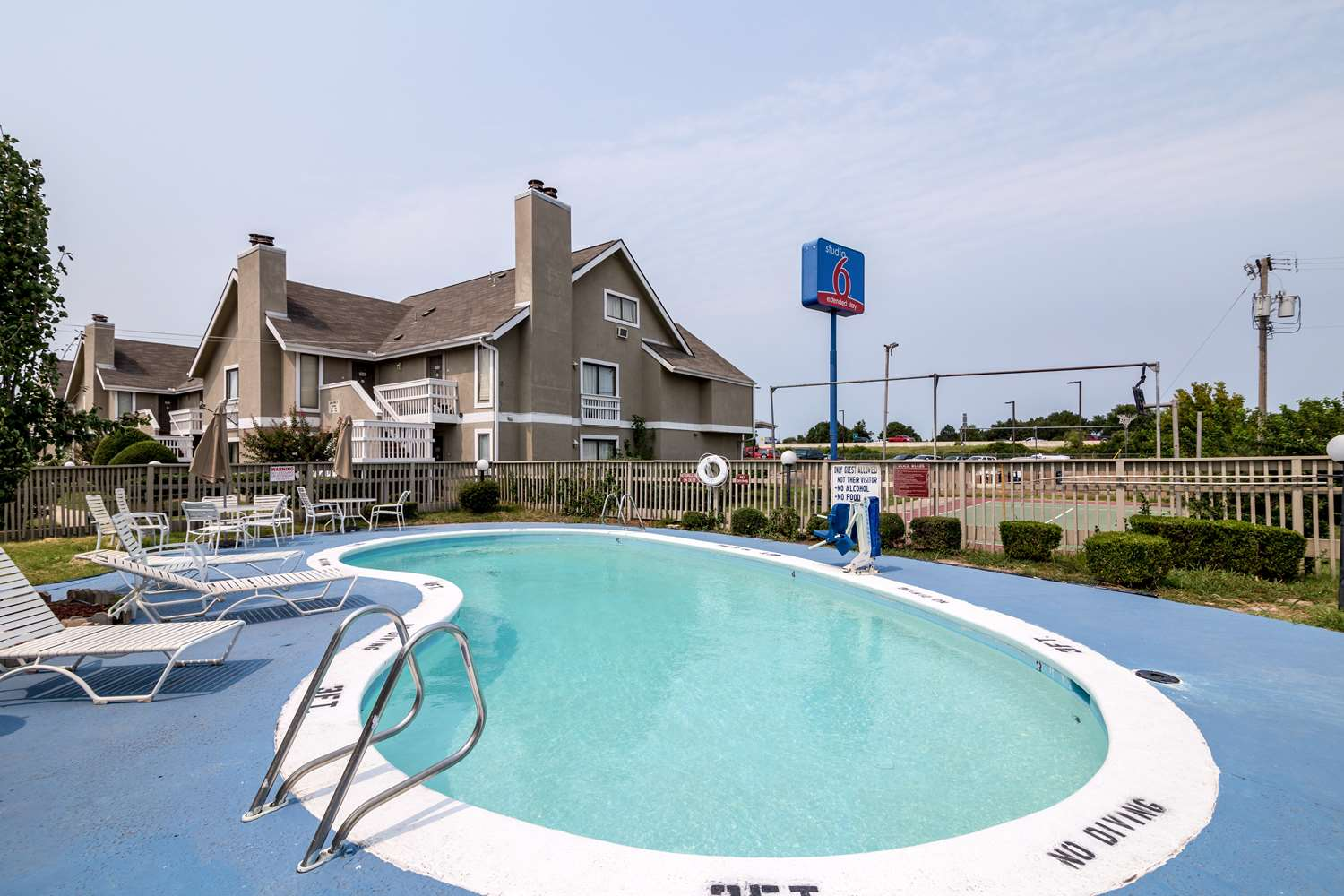 Pool - Studio 6 Extended Stay Hotel Tulsa