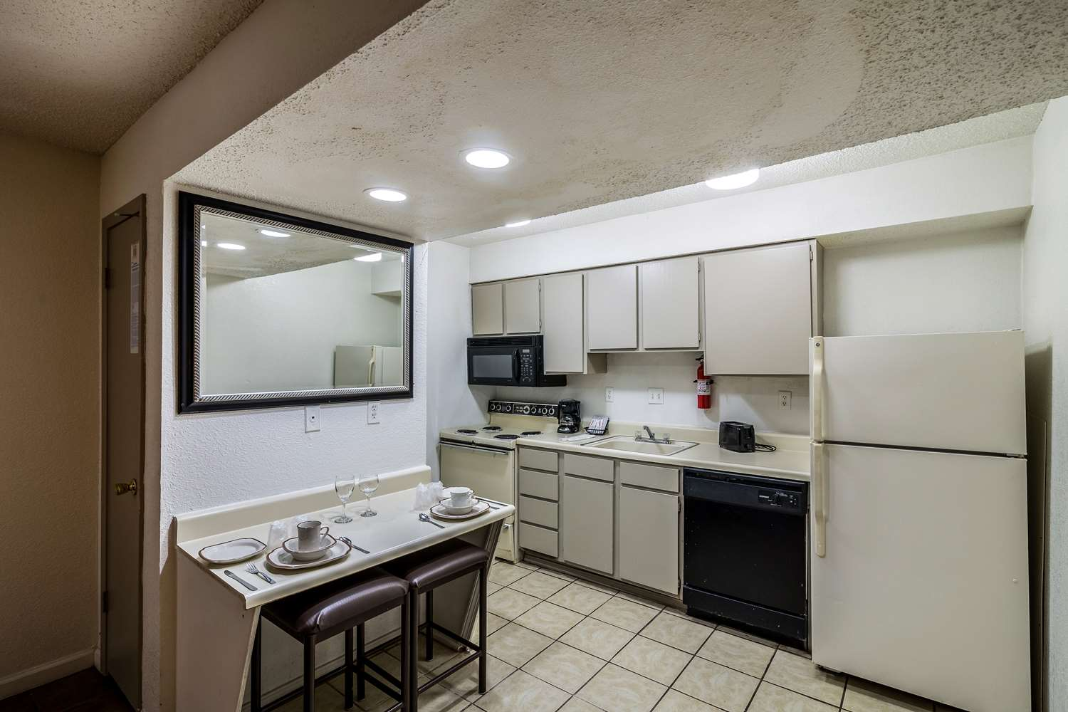 Amenities - Studio 6 Extended Stay Hotel Tulsa
