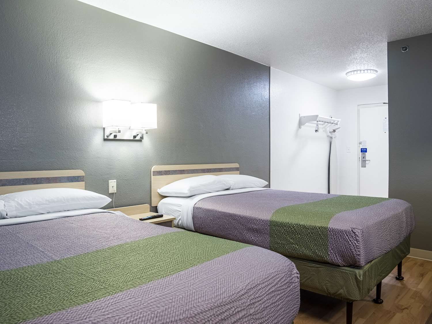 Room - Studio 6 Extended Stay Hotel Miamisburg