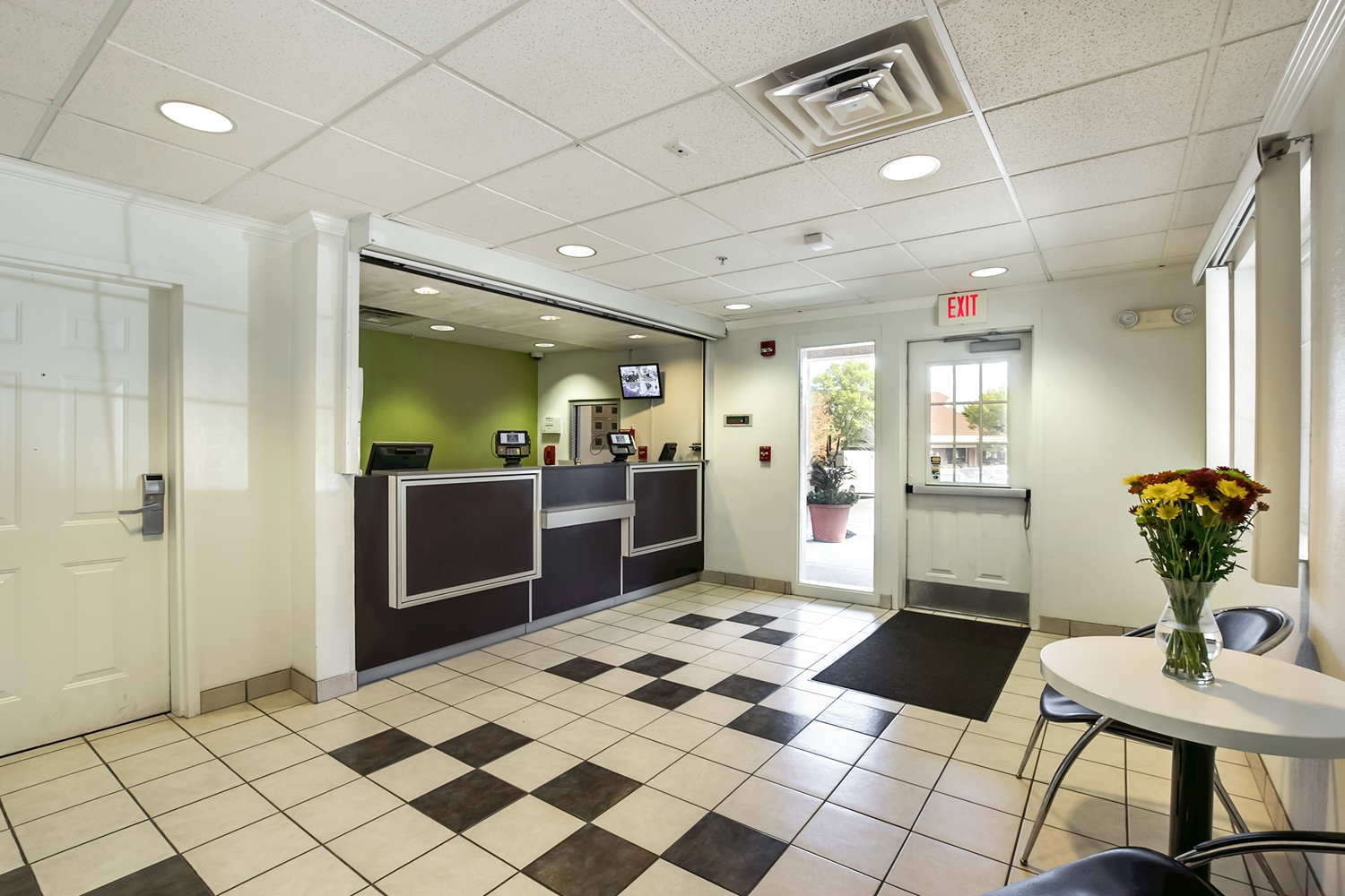 Lobby - Studio 6 Extended Stay Hotel East Brunswick
