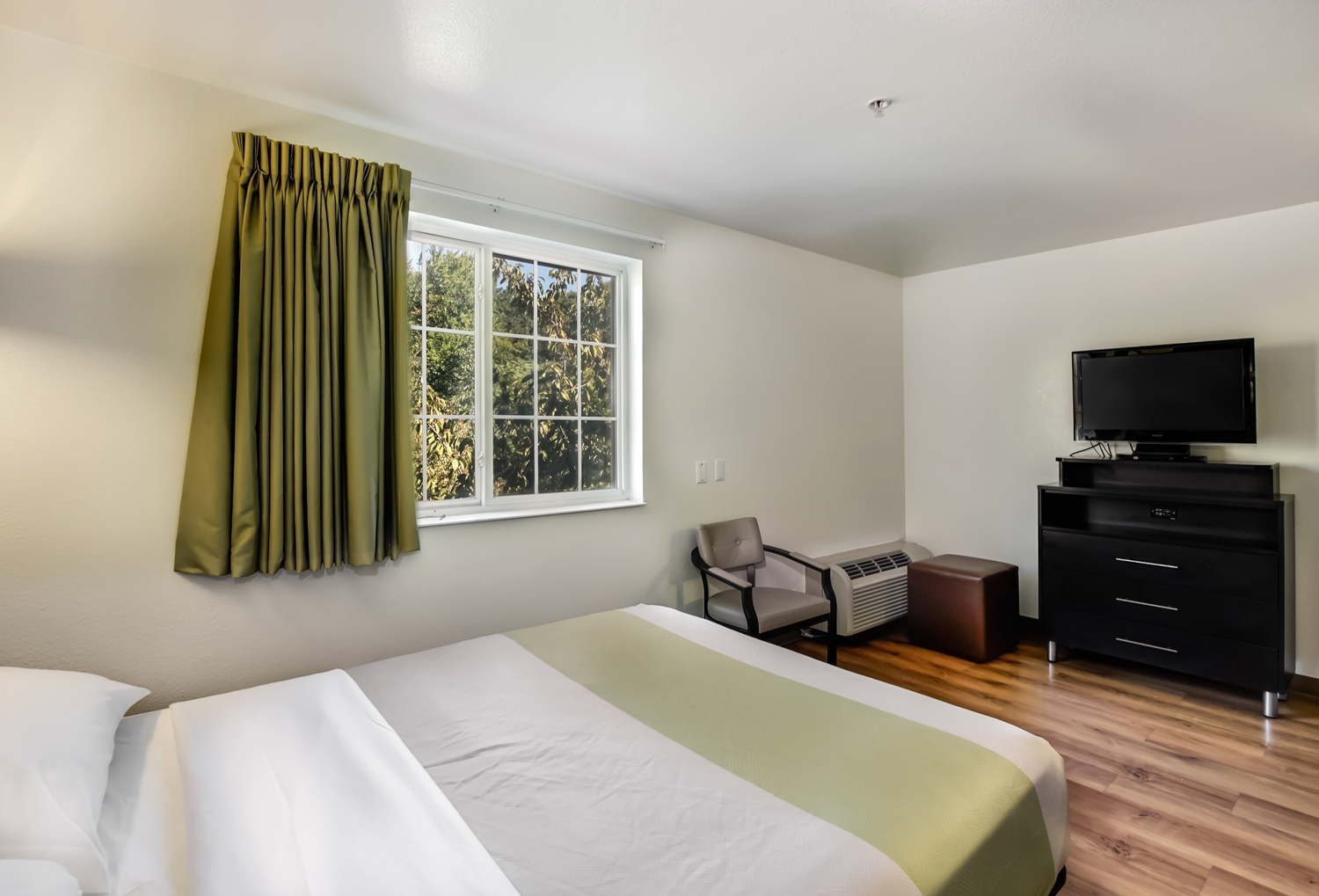 Room - Studio 6 Extended Stay Hotel East Brunswick