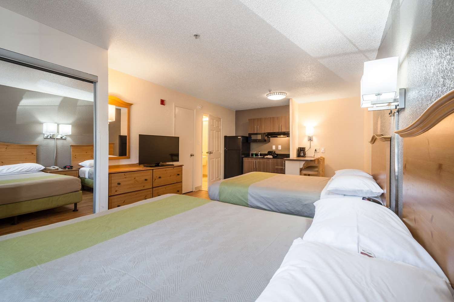 Room - Studio 6 Extended Stay Hotel Gwinnett Place Duluth