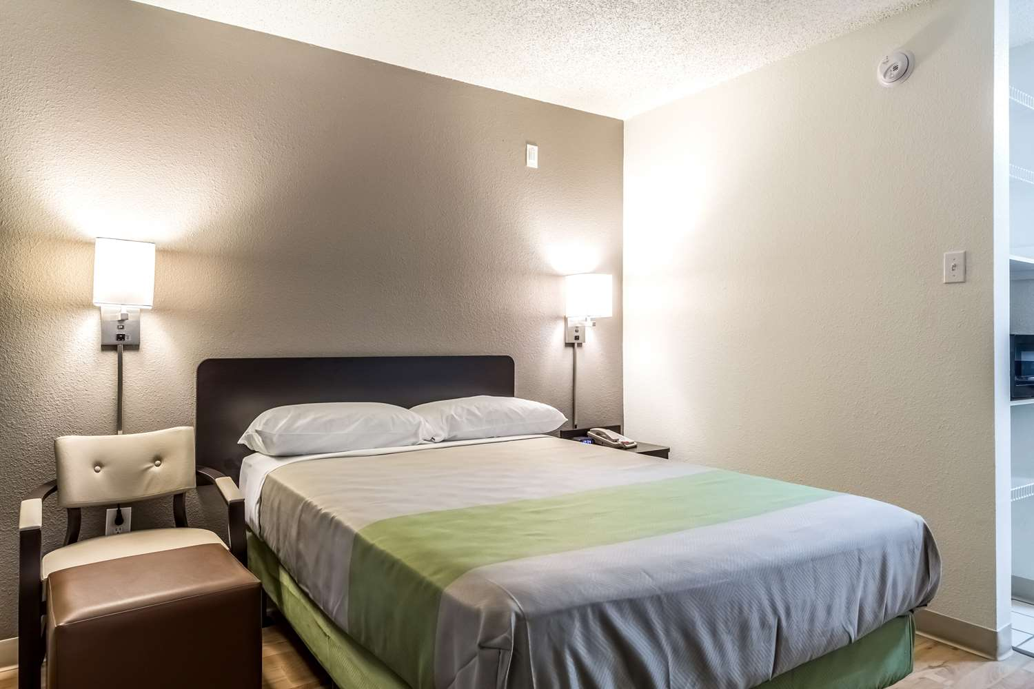 Room - Studio 6 Extended Stay Hotel Northwest Dallas