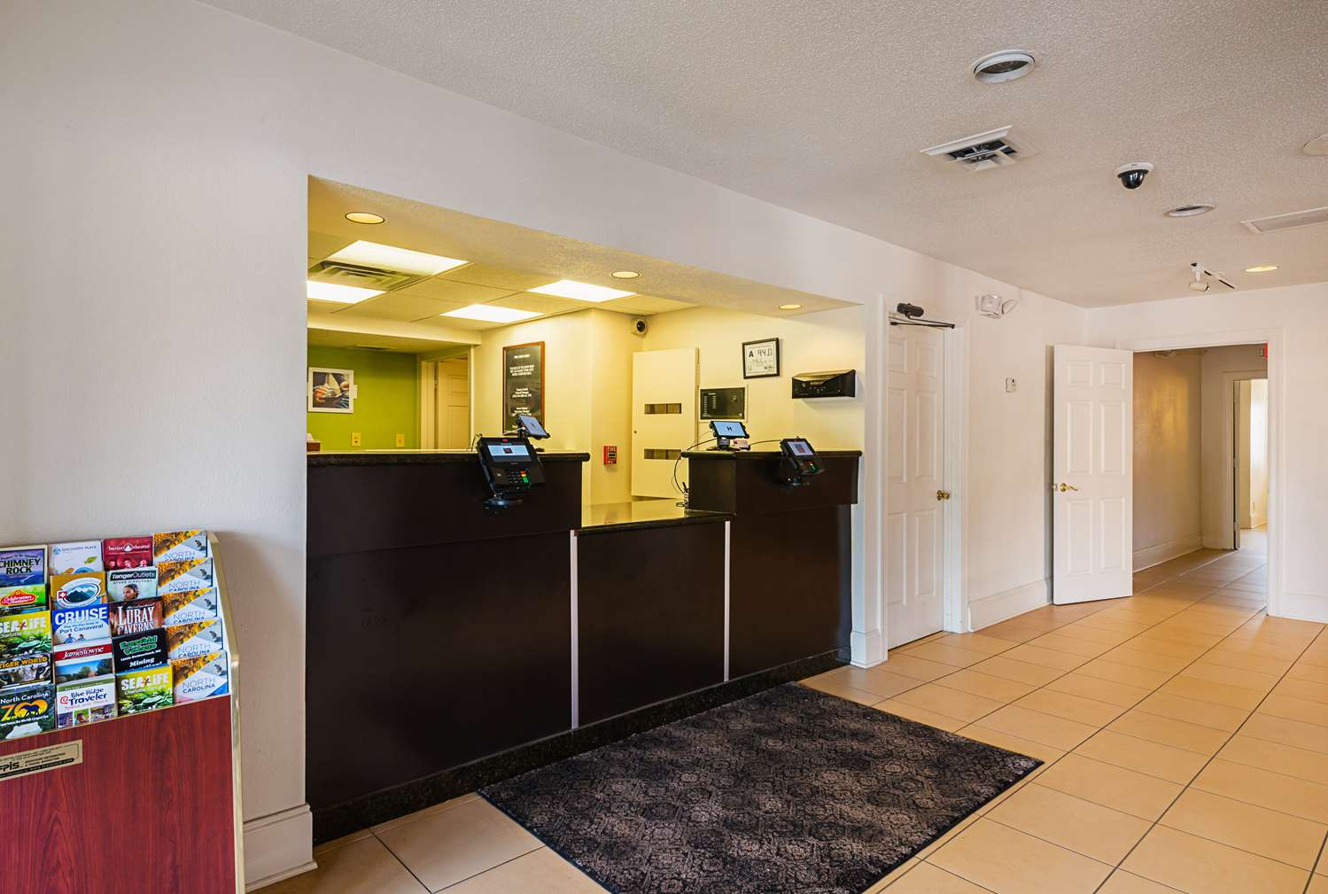 Lobby - Studio 6 Extended Stay Hotel Greensboro