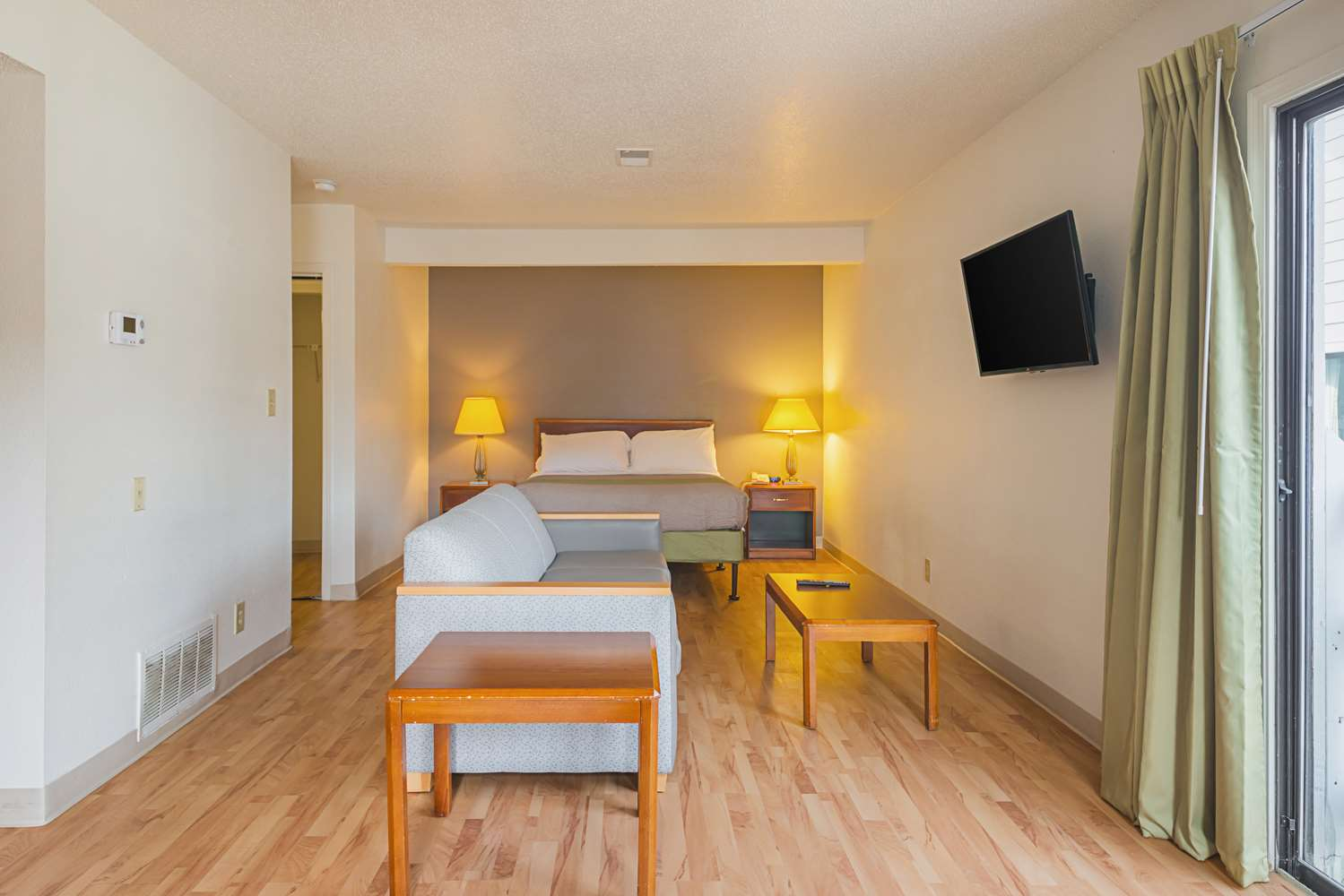 Room - Studio 6 Extended Stay Hotel Greensboro