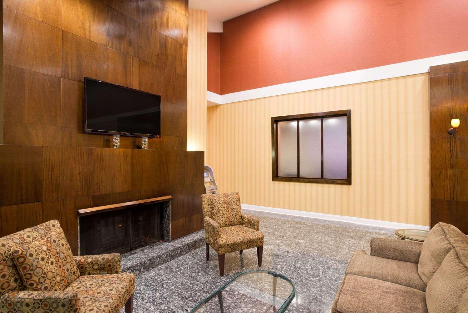Lobby - Ramada Inn Whitehall