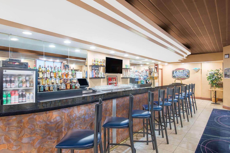 Restaurant - Ramada Inn Whitehall