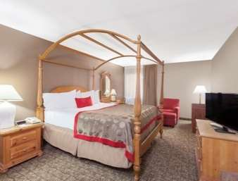 Suite - Ramada Inn University Center Fresno