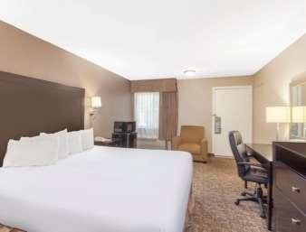 Room - Ramada Inn University Center Fresno
