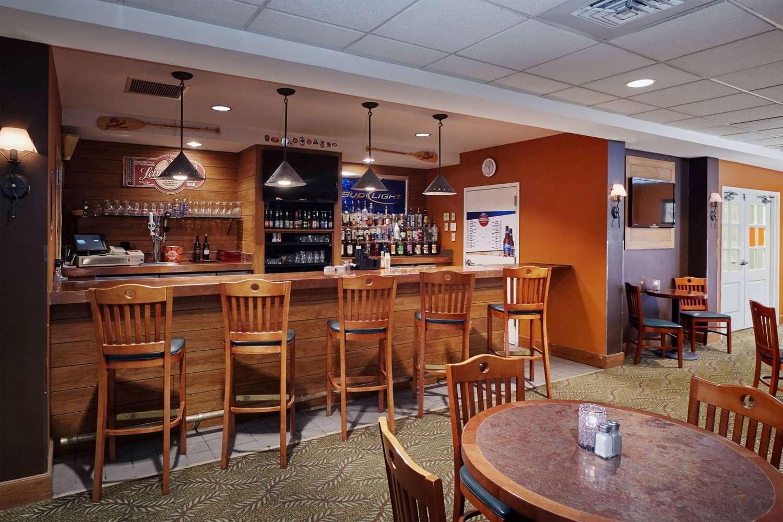 Bar - Howard Johnson Plaza Hotel Madison