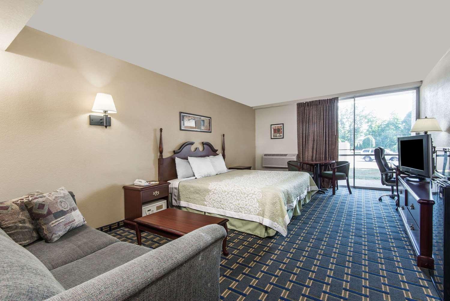 Room - Days Inn Vernon