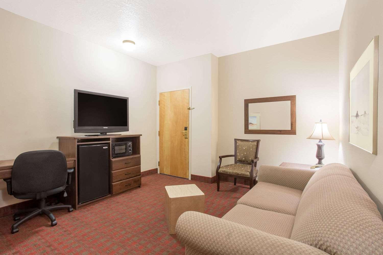 Room - Ramada Inn St George