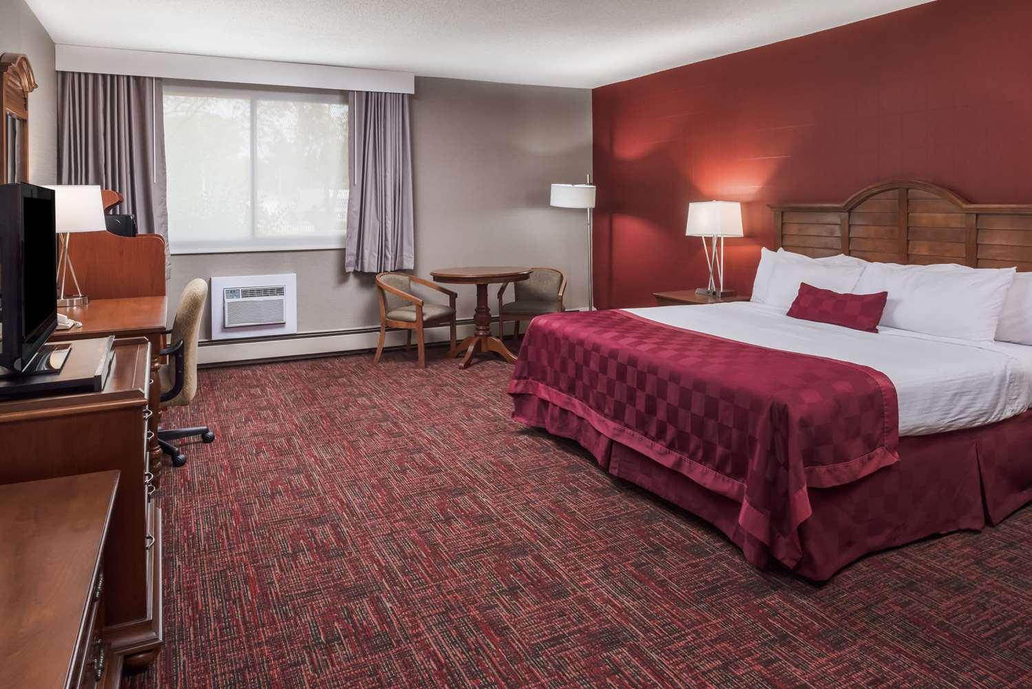 Room - Ramada Inn Grand Forks