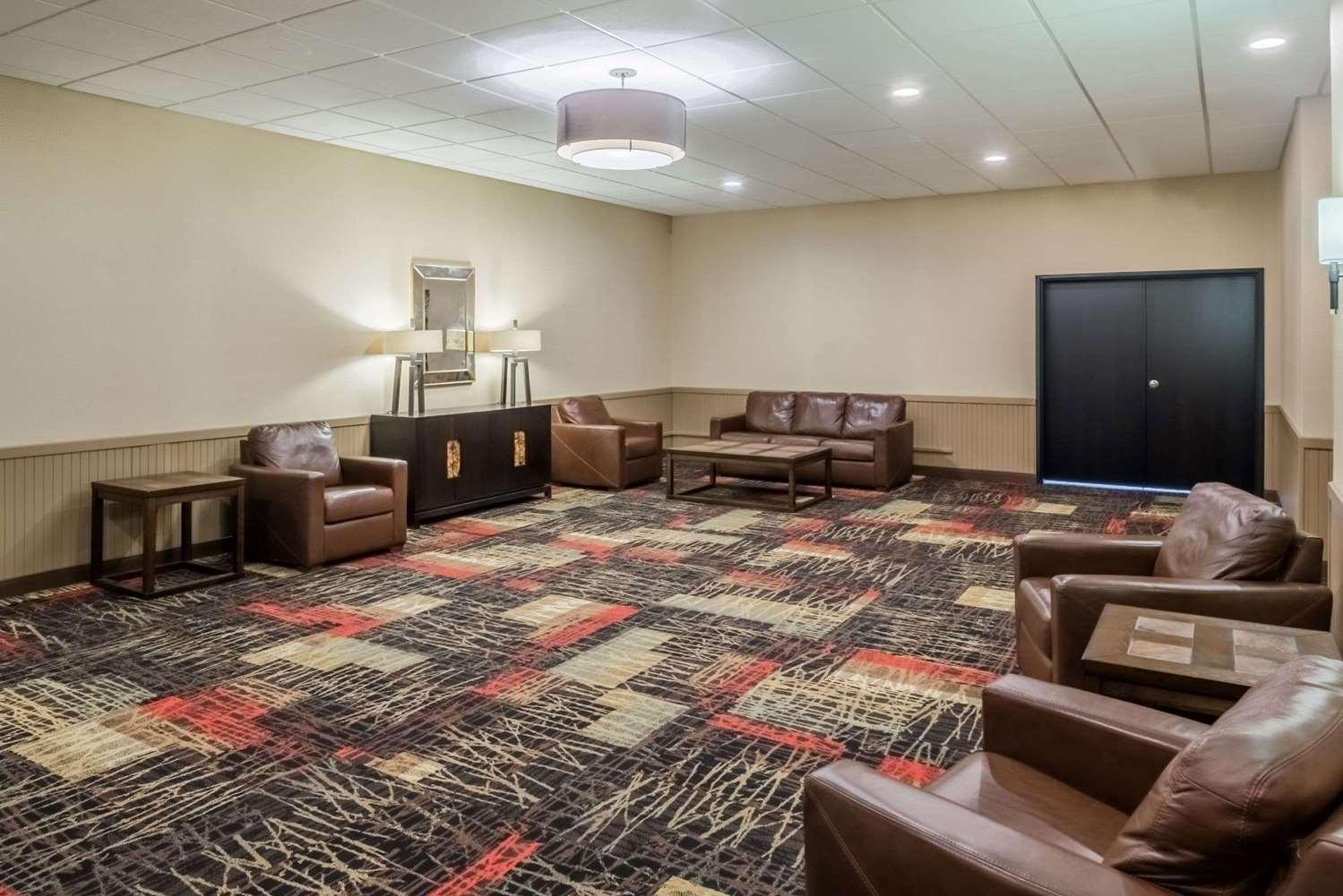 Lobby - Ramada Inn Grand Forks