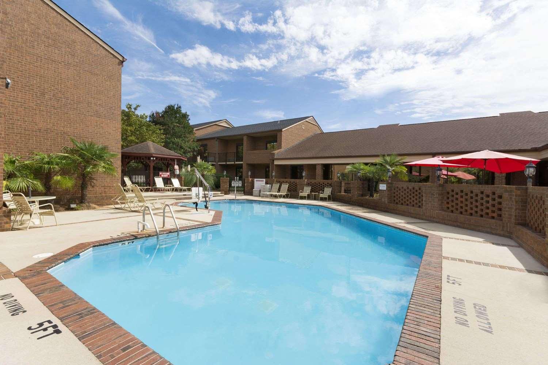 Pool - Ramada Inn Blue Ridge Raleigh
