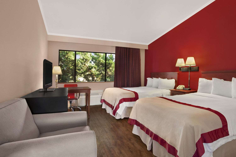 Room - Ramada Inn Torrance