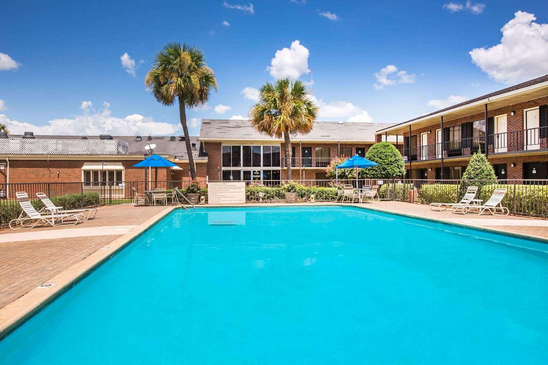 Pool - Ramada Inn Cordele