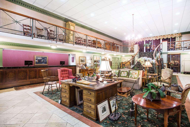 Lobby - Ramada Inn Cordele