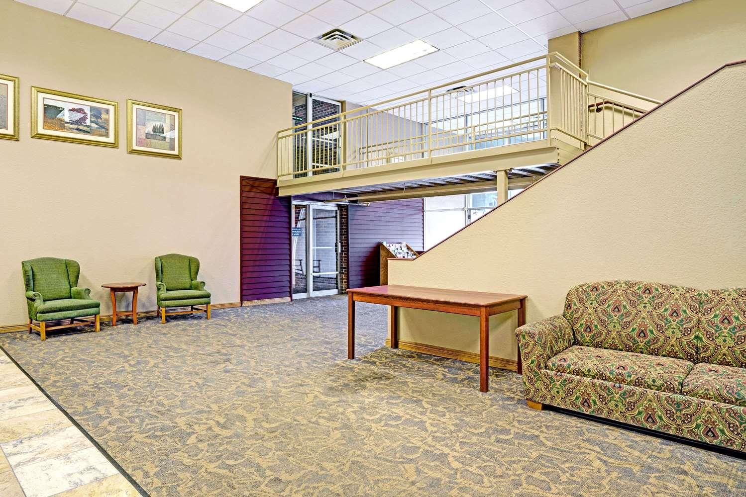 Lobby - Days Inn West Bloomington