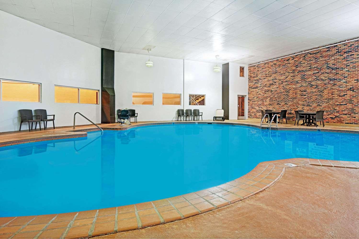 Pool - Days Inn West Bloomington