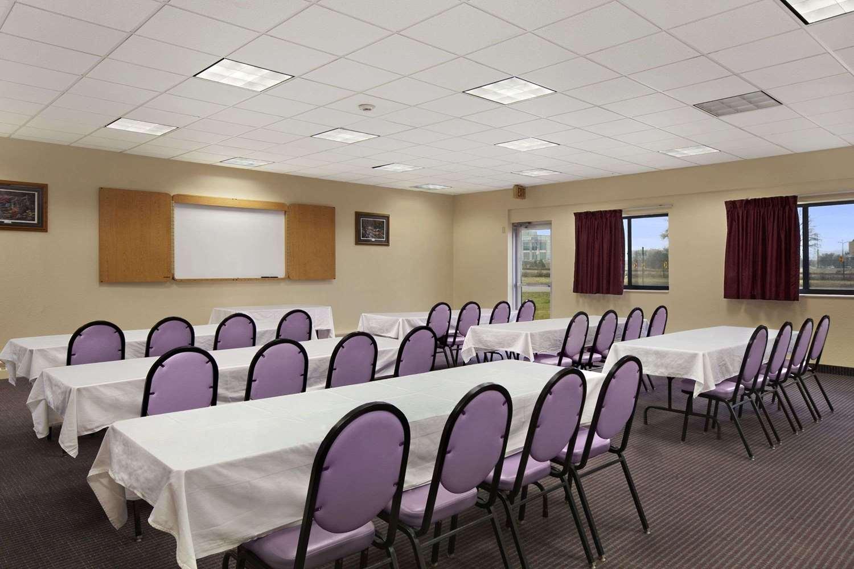 Meeting Facilities - Days Inn West Bloomington