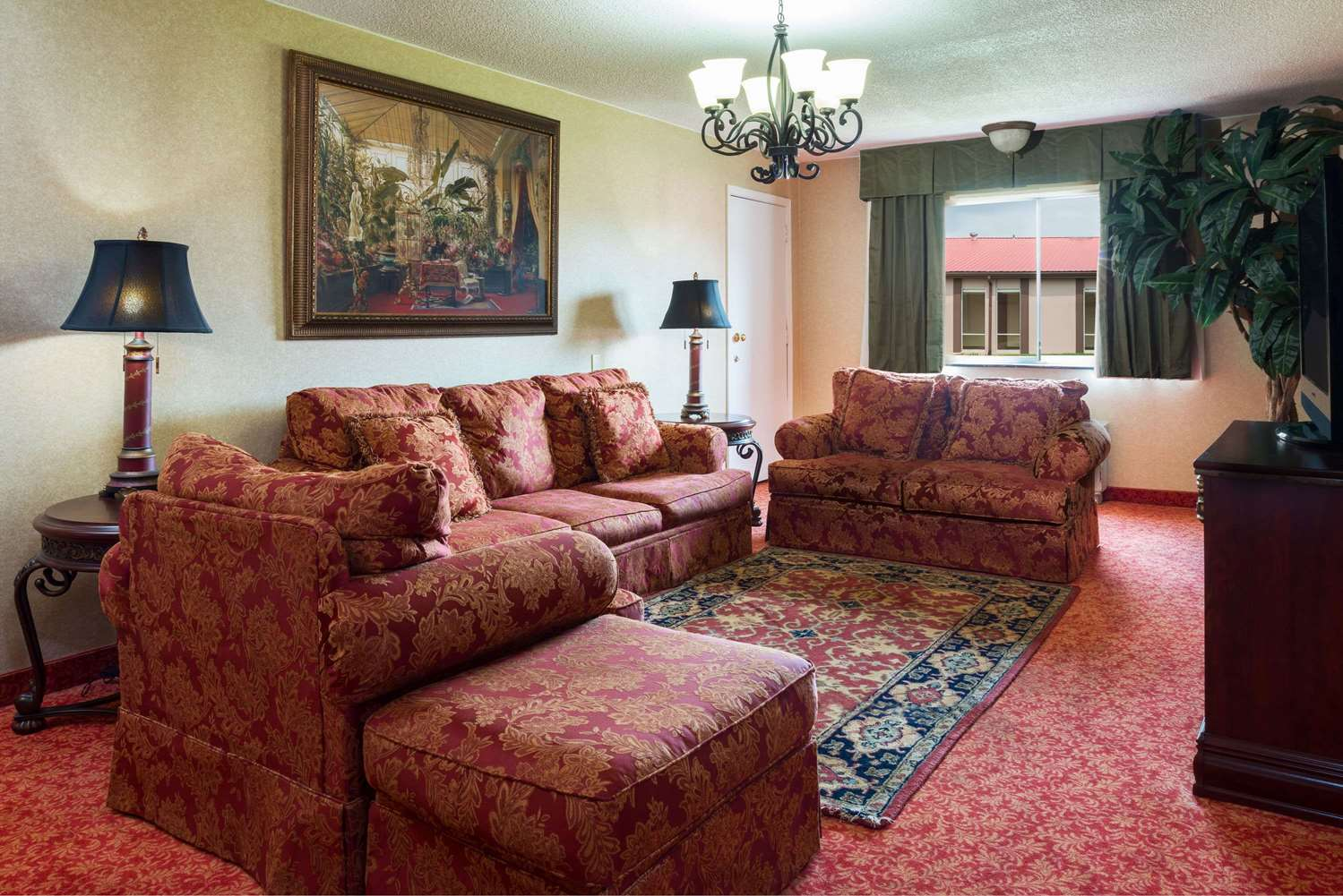 Suite - Ramada Inn Bowling Green