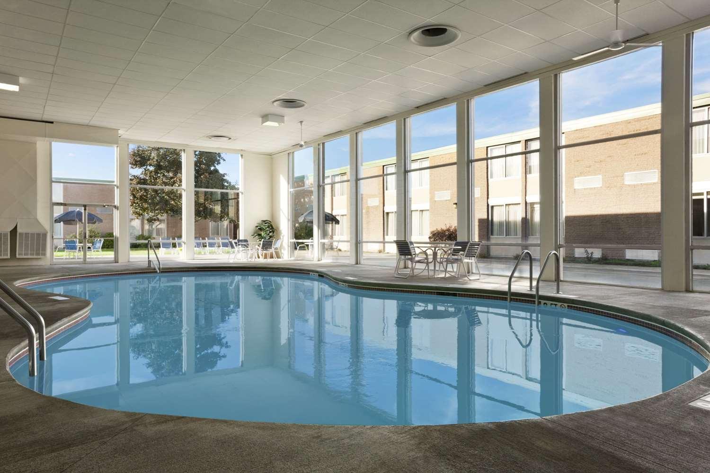Pool - Ramada Inn Bangor