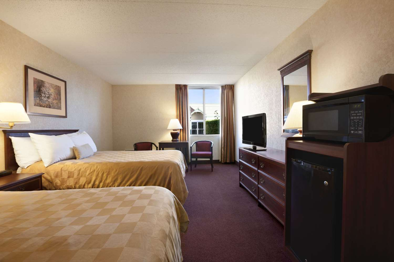 Room - Ramada Inn Bangor