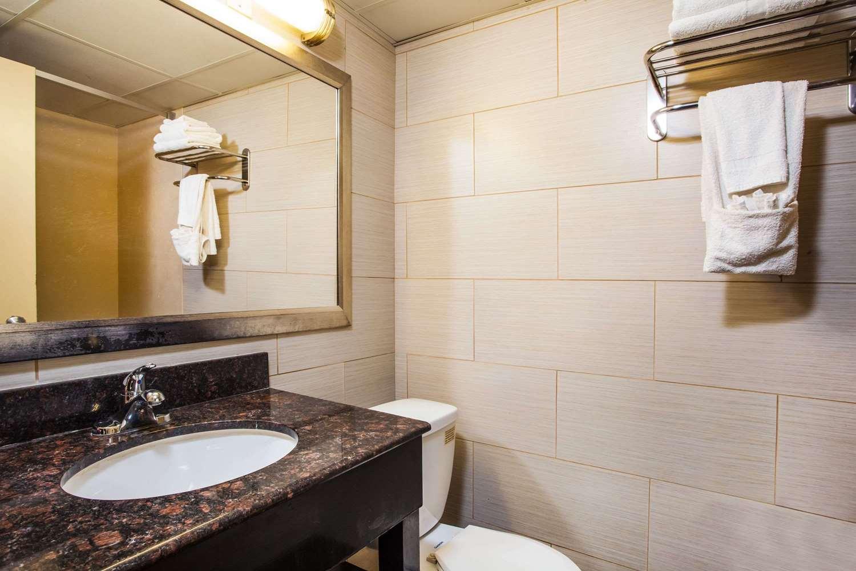 Room - Howard Johnson Express Inn North Plainfield