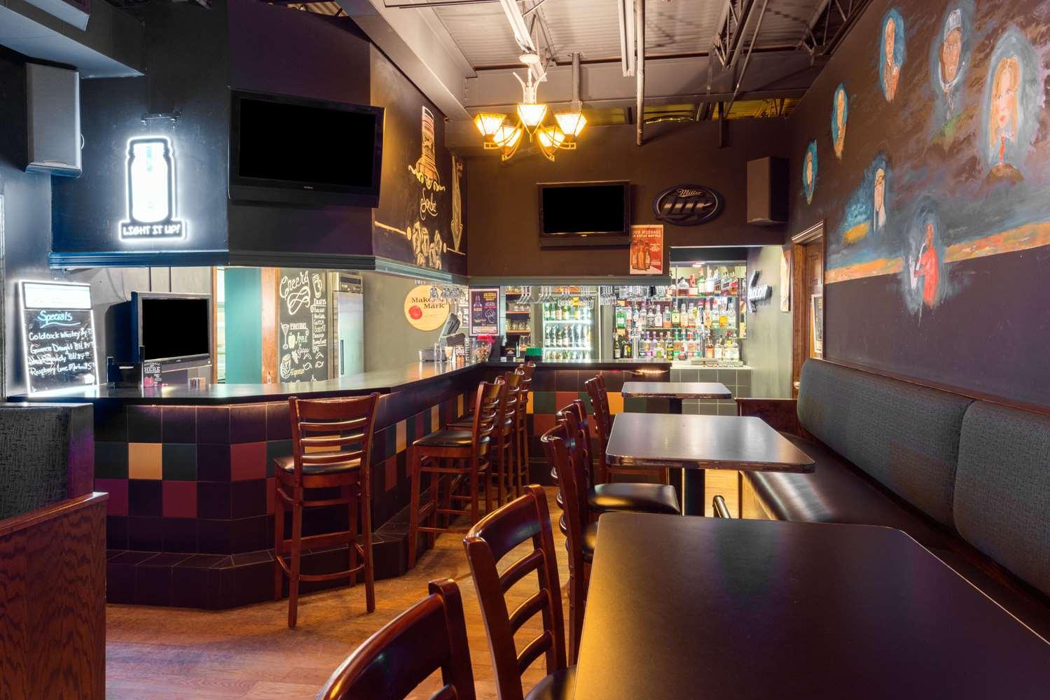 Bar - Ramada Inn Convention Center Downtown Topeka