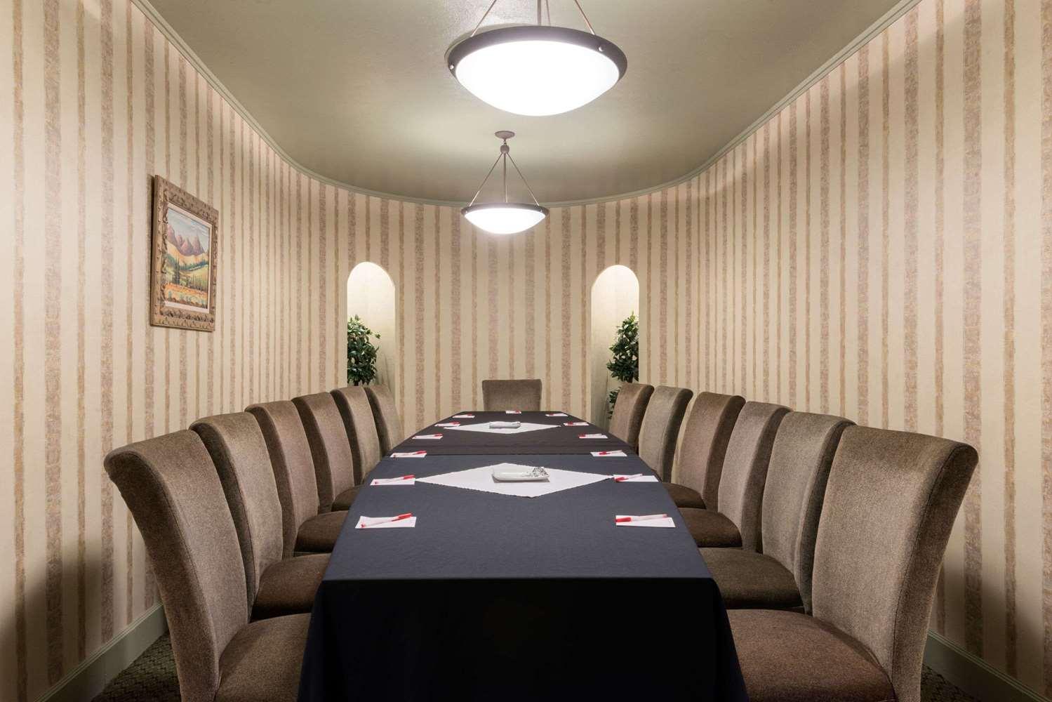 Meeting Facilities - Ramada Inn Convention Center Downtown Topeka