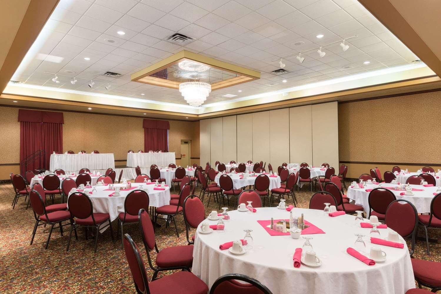 Ballroom - Ramada Inn Convention Center Downtown Topeka