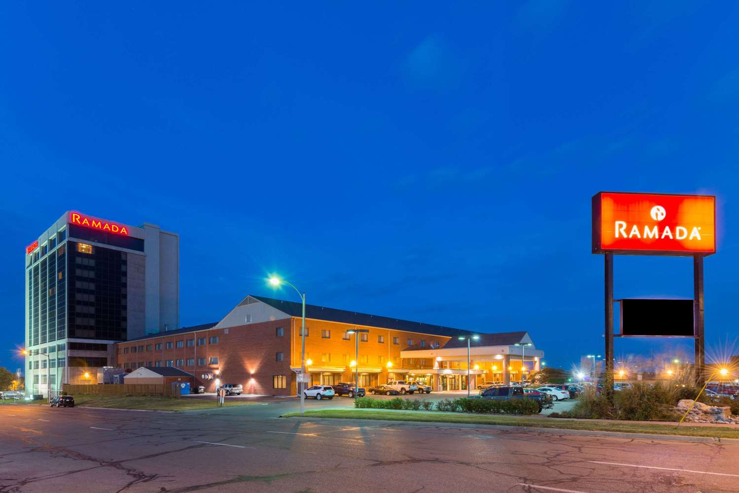 Exterior view - Ramada Inn Convention Center Downtown Topeka