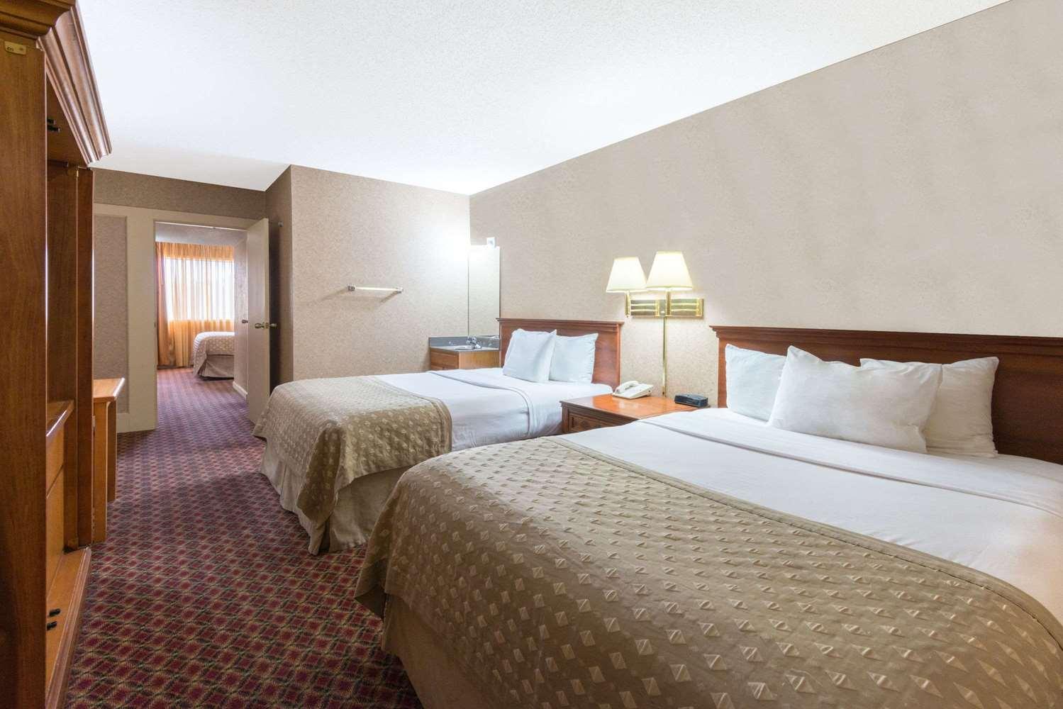 Room - Ramada Inn Convention Center Downtown Topeka