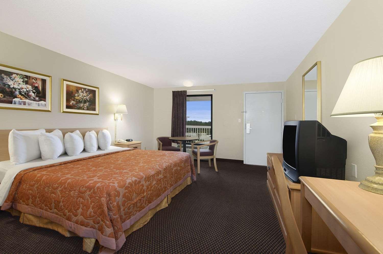 Room - Howard Johnson Inn Valdosta